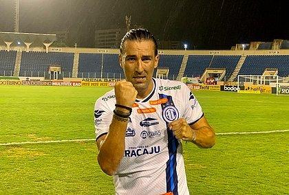 Leandro Kível marcou um golaço e garantiu o triunfo do Confiança contra o Vitória