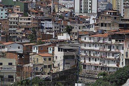 4 em cada 10 pessoas na Bahia vivem abaixo da linha da pobreza, diz IBGE