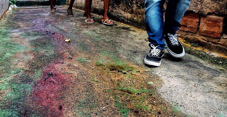 https://www.correio24horas.com.br/noticia/nid/pm-morto-no-rio-vermelho-foi-atacado-com-facadas-por-desconhecido-em-beco-video/