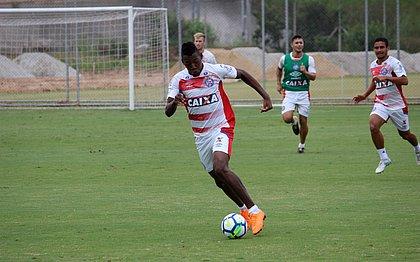 Léo foi um dos titulares que se juntaram ao grupo na capital paulista