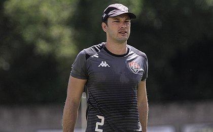 Ex-Vitória, Pivetti foi anunciado pelo CSA