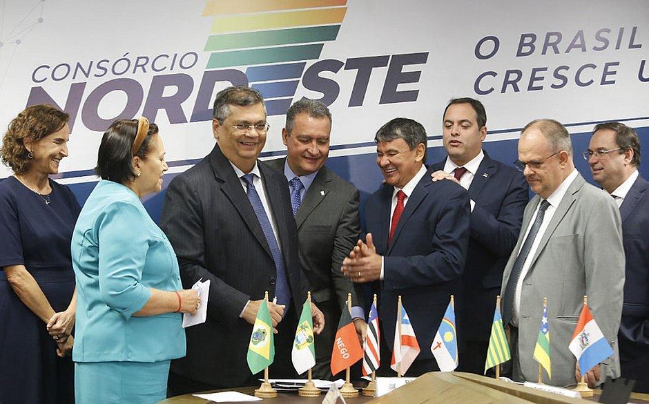 """Resultado de imagem para Governadores se reunem em Salvador e criam """"Consorcio Nordeste"""