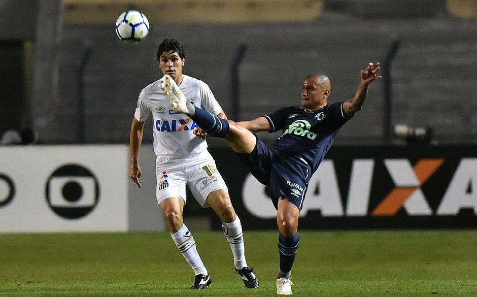 Chapecoense vence Santos e empurra Vitória para 18º lugar - Jornal CORREIO   5bb65b0626631