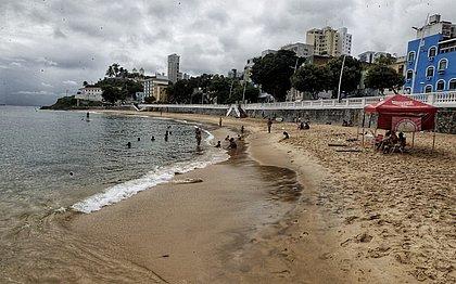 Xodó dos baianos, praia do Porto da Barra é reaberta e volta a receber banhistas