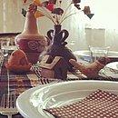 Inspirada no Recôncavo, a mesa montada por Kátia Najara tem guardanapo  de bolinhas  e  artesanato