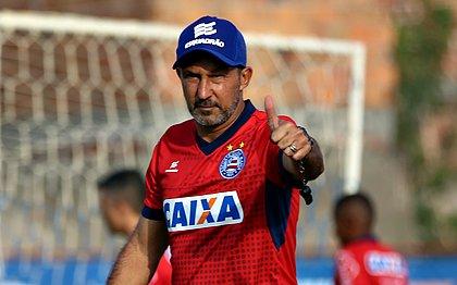 Cláudio Prates viajou a Maceió para assumir o time contra o CRB, pela Copa do Brasil
