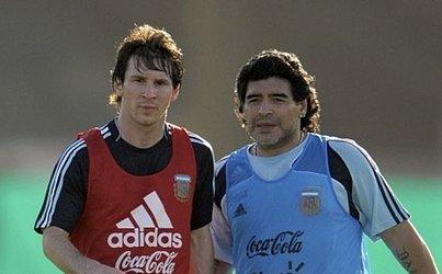 Maradona também foi técnico da Seleção da Argentina entre 2008 e 2010. Aqui, aparece ao lado de Lionel Messi, em 2010