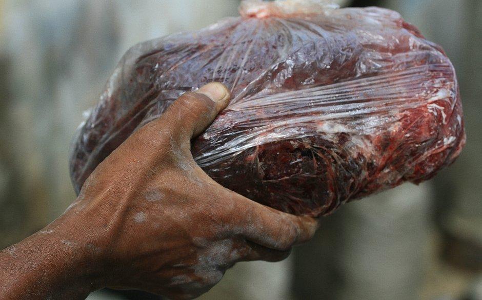 Moradores que comeram carne de baleia morta correm risco de intoxicação 1