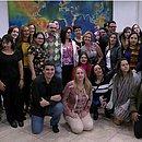 Professores levantam livro de Paulo Freire em foto com o ministro Abraham Weintraub