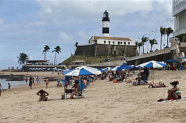 Praia do Barravento neste domingo (25)