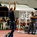 Mano gesticula durante derrota do Bahia para o Sport. Treinador mostrou irritação com velhos erros do tricolor