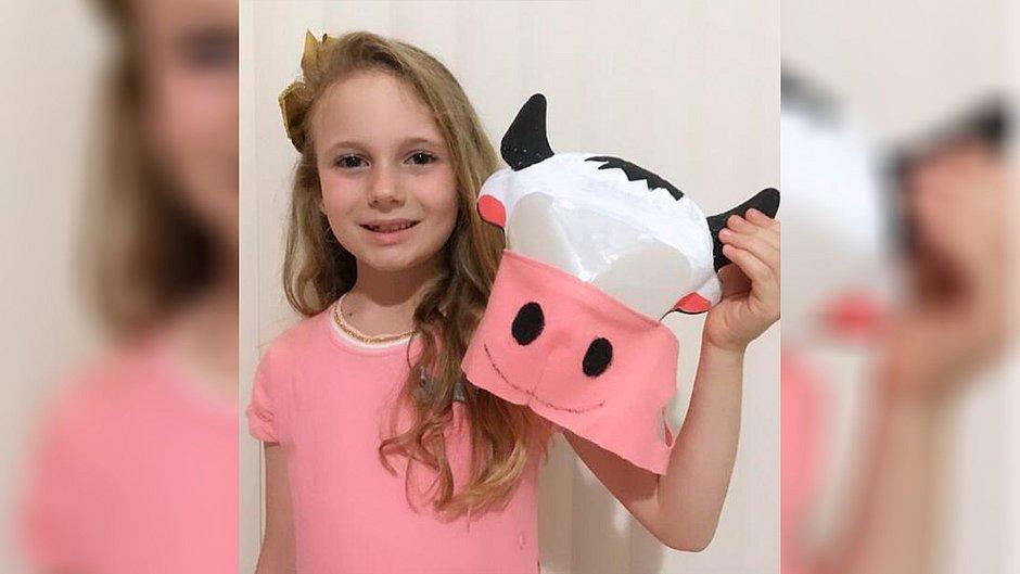 Máscara de gado vence concurso feito por Damares que tem como prêmio encontro com Bolsonaro