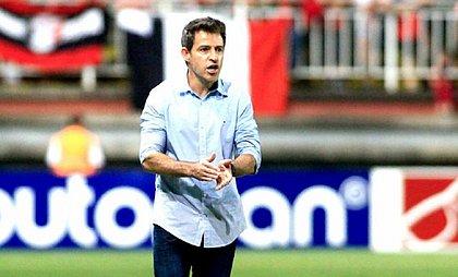Ramon Menezes vai estrear no comando do Vitória diante do Internacional
