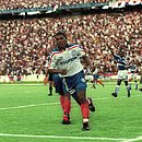 Uéslei em ação pelo Bahia em 1999, ano em que foi artilheiro do Brasil