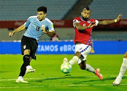 Maxi Gómez fez o gol da vitória uruguaia sobre o Chile de Vidal