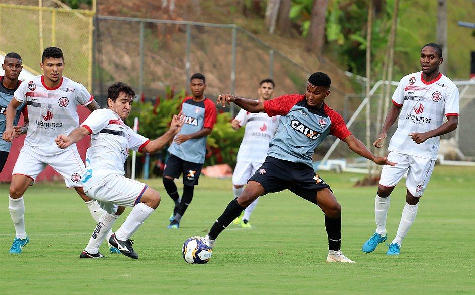 Leão sofreu gol nos minutos finais da segunda etapa (Maurícia da Matta   EC  Vitória) c2eb2c7aeb568