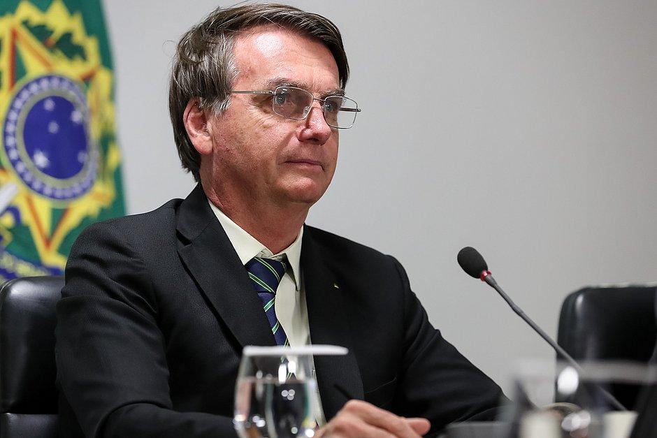 'Algo de muito grave está acontecendo com nossa democracia', diz Bolsonaro