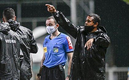 Técnico Rodrigo Chagas durante partida do Vitória contra o América-MGo