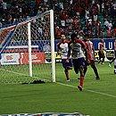 Eric Ramires sai para comemorar terceiro gol do Bahia