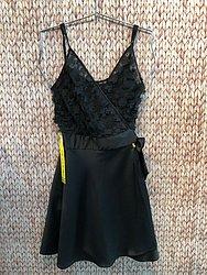 Vestido preto bordado (IO - Shopping Bela Vista) de R$ 358 por R$ 149,9 (58%)