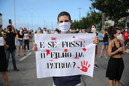 Caso Miguel: movimentos sociais e familiares de menino protestam em Recife