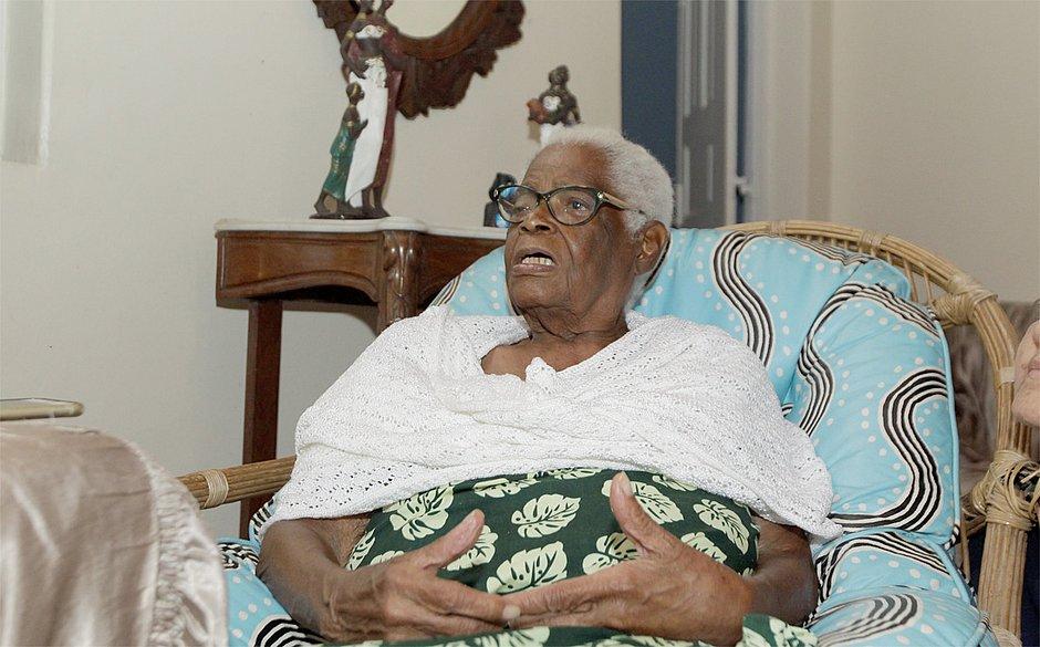 Morre aos 93 anos a ialorixá Mãe Stella de Oxóssi