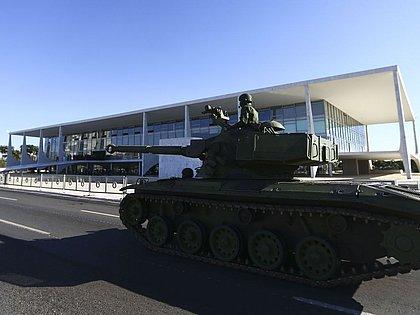 Imprensa internacional repercute desfile militar: 'Estilo República das Bananas'