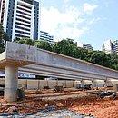 vigas dos viadutos do BRT na região do Itaigara começaram a ser instaladas esta semana