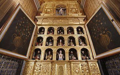 Capela Lateral com os bustos que estavam no Museu de Arte Sacra.