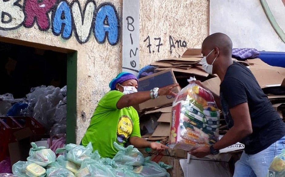 Braskem doa 27 toneladas de alimentos para catadores e recicladores baianos