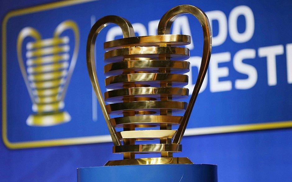 O troféu da Copa do Nordeste