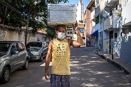 'Olha a sopa': conheça a história do vendedor hostilizado e reverenciado em Salvador