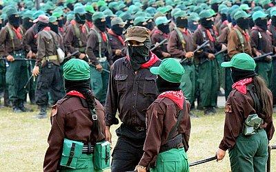 Membros do exército mexicano Zapatista de libertação nacional (EZLN) celebram o 25 º aniversário do movimento em Las Margaritas, em Chiapas, no México.