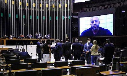 Com ampla maioria, Câmara mantém prisão do deputado Daniel Silveira
