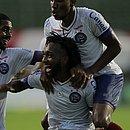 Gustavo comemora o segundo gol do Bahia sobre o Vitória da Conquista, o primeiro do atacante no Baianão