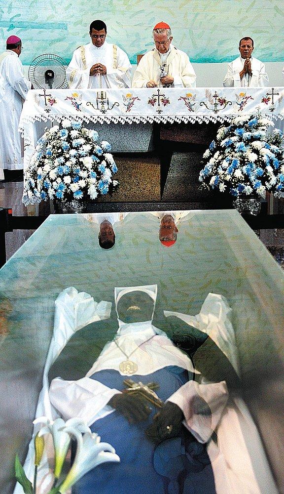 Corpo de Irmã Dulce está 'intacto' e será exposto em santuário até setembro 2