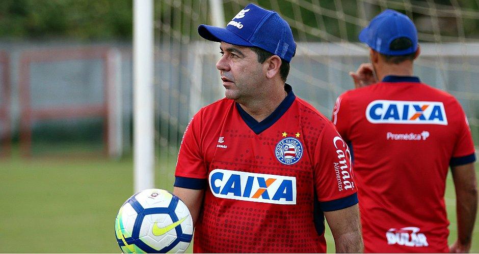 2e49e4a8c6213 Enderson Moreira aguarda os jogadores para iniciar a preparação do elenco  em 2019 (Felipe Oliveira   EC Bahia)