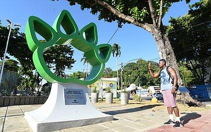 Baianos curtem nova praça em homenagem ao bloco Camaleão