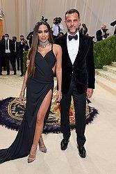 A cantora Anitta e o designer de calçados brasileiro Alexandre Birman