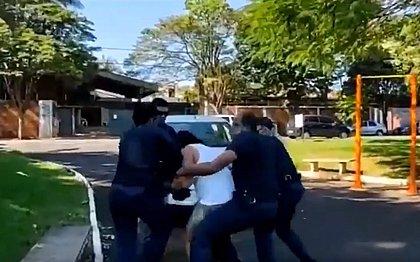 Mulher é detida ao se recusar a deixar praça e morde guarda municipal