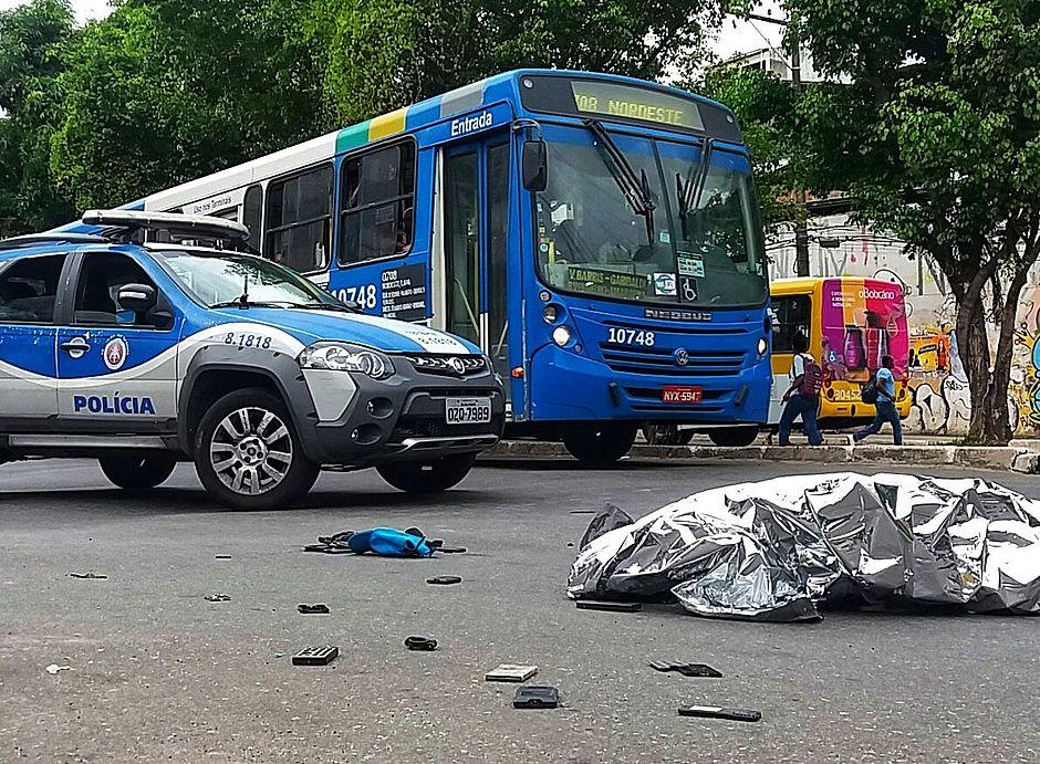 Suspeito de assalto morre após ser atropelado por ônibus perto da Lapa