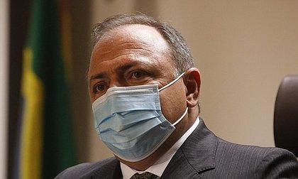 'Ontem é passado', diz Pazuello sobre primeira dose de vacina aplicada em SP