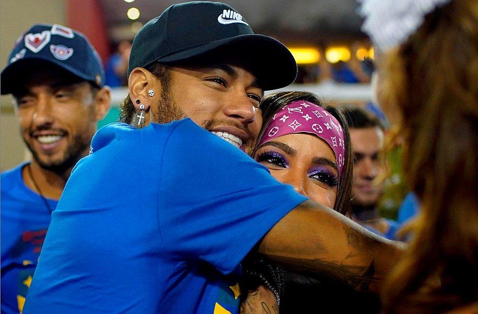 Neymar E Anitta Se Beijam Em Camarote Onde Estava Bruna