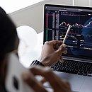 Portais oferecem gráficos, tabelas e todas as informações necessárias ao investidor
