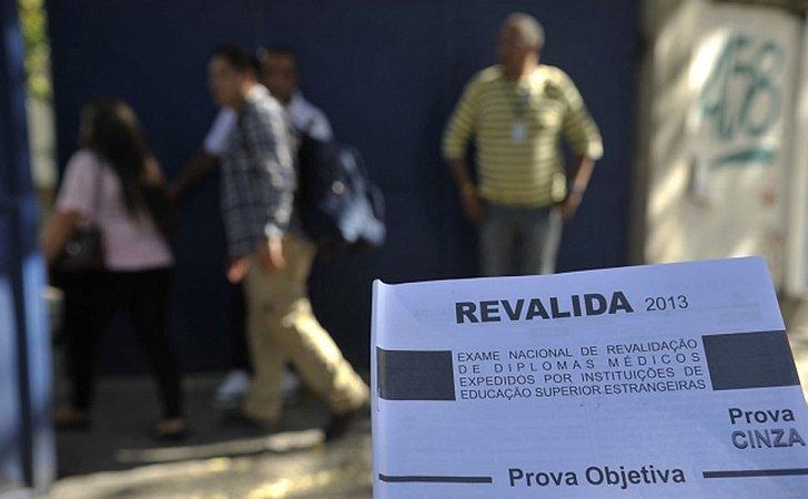 Médicos fazem no sábado exame para validar diploma obtido no exterior