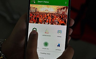 """Aplicativo recém-lançado para smartphone chamado """"Smart Pakem"""" torna possível acessar o relatório público de casos suspeitos de heresia religiosa na Indonésia."""