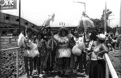 Em 1984, o Rei Momo saiu de Bom Despacho, desembarcou no Yacht Clube, na Barra, para abrir o centésimo Carnaval de Salvador