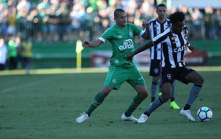 Chape perde para o Botafogo e continua na zona de rebaixamento 038ef6a77fd19