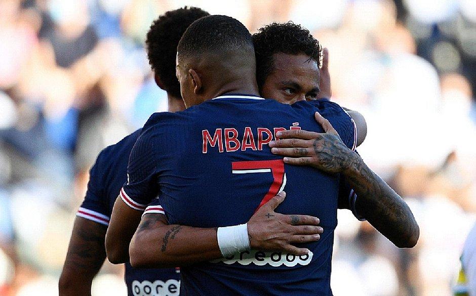 Neymar marca em goleada do PSG sobre Celtic por 4x0 e passa Raí