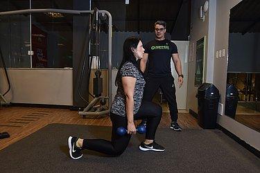 Os exercícios de agachamento são alguns dos indicados